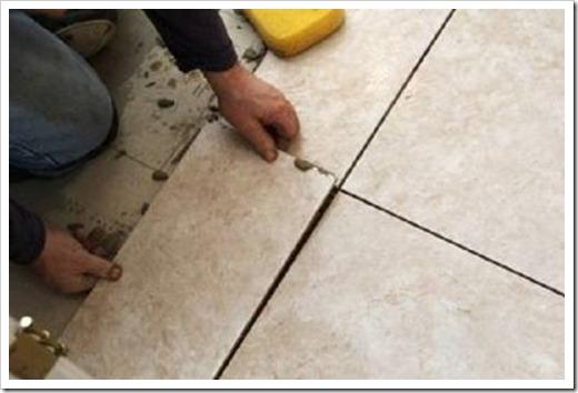 Как выровнять плитку во время укладки на полу?