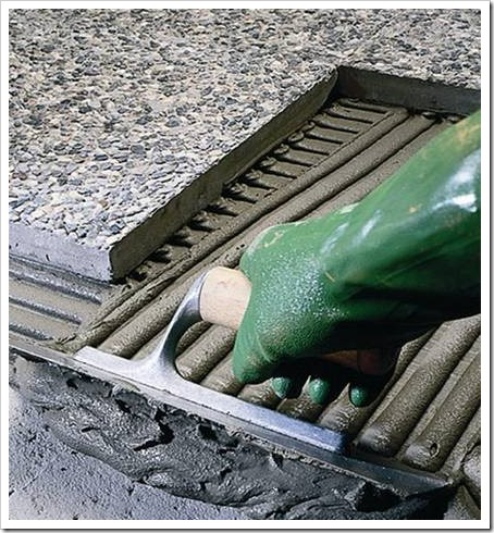 Как клеить напольную плитку?