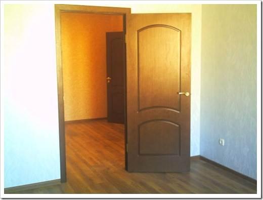 Преимущества использования шпонированных дверей