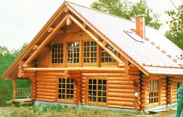Что лучше: дом из бруса или бревна