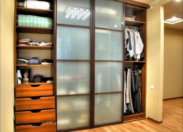 Как выбрать встроенный шкаф купе