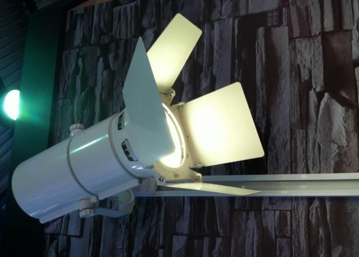 Преимущества трековых светильников
