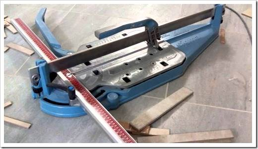 Принцип резки плитки при помощи стеклореза или острого ножа