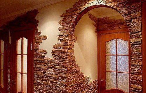 Как клеить декоративный камень
