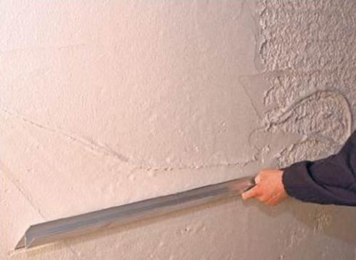 Чем лучше штукатурить стены