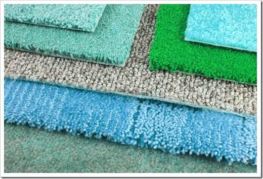 Осуществление пенной чистки ковролина