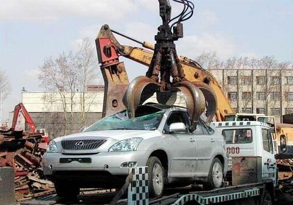 Процесс сдачи автомобиля на металлалом