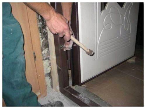 Как установить металлическую входную дверь