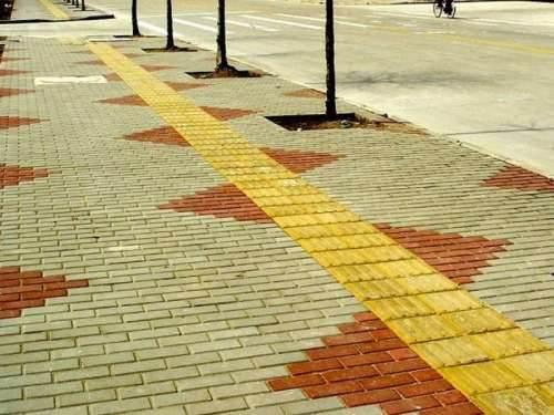 Плитка на тротуаре