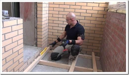 Как утеплить пол на балконе? Алексей Земсков расскажет, что к чему.