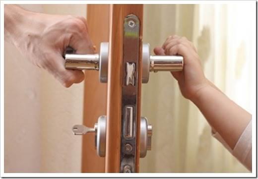 Дверная ручка на входной двери
