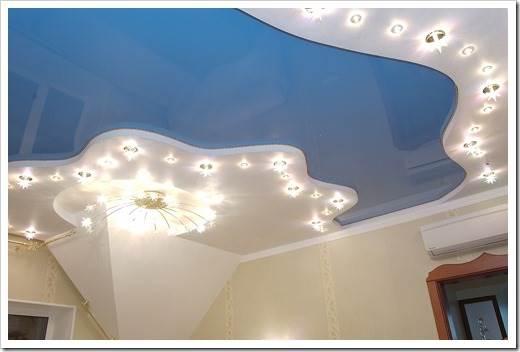 Игра освещения на натяжных потолках