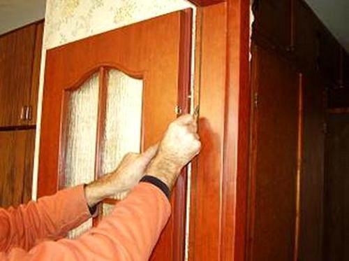 ustanovka-mezhkomnatnoy-dveri