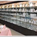 Из каких материалов выполняются горки для витрин?