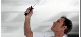 Как покрасить потолок без разводов акриловой краской?