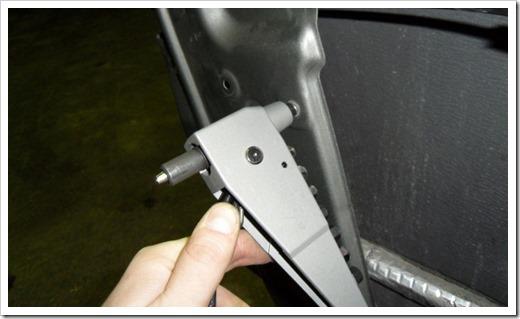 Принципы установки вытяжных заклёпок при помощи заклёпочника