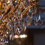 Как отличить хрустальную люстру от стеклянной
