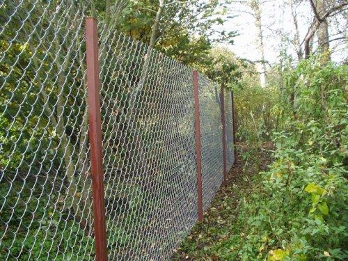 Из чего сделать забор на даче  из сетки рабицы