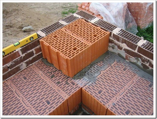 Характеристика, по которой газосиликатный блок побеждает керамоблок