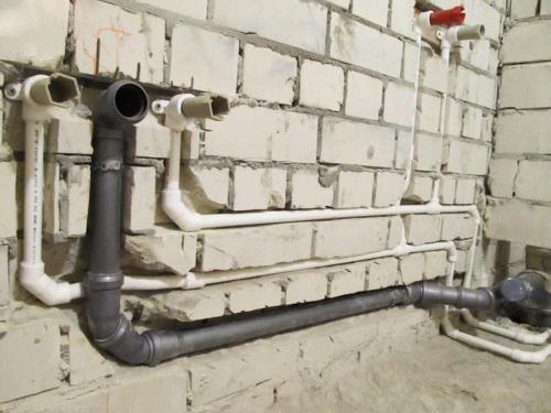 Как заменить канализационную трубу в квартире