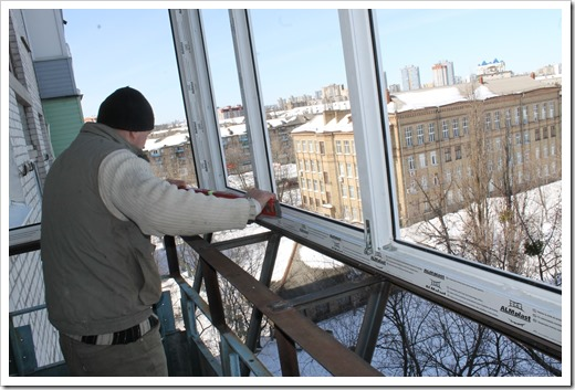 Профессиональная установка окон на балконе