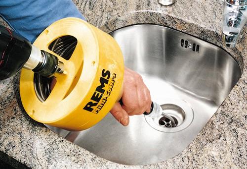 Как пользоваться тросом для чистки канализации