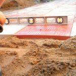 Как положить тротуарную плитку на песок