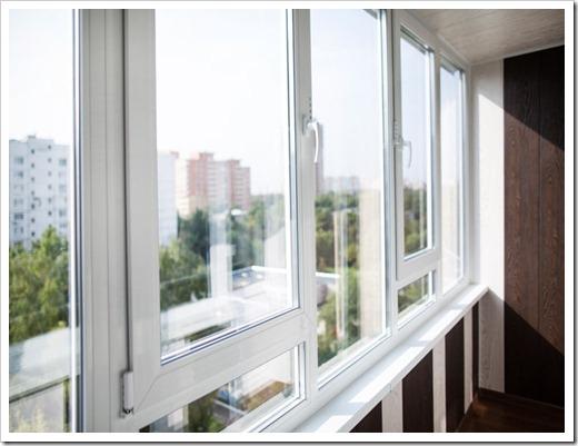 Какое остекление балкона лучше: пластиковое или алюминиевое?
