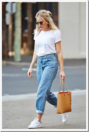 С чем носить белую женскую футболку