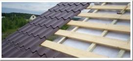 Как правильно укладывать металлочерепицу на двухскатную крышу?