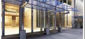 Монтаж стеклянных козырьков над входной группой