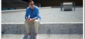 С чем носить синюю мужскую рубашку