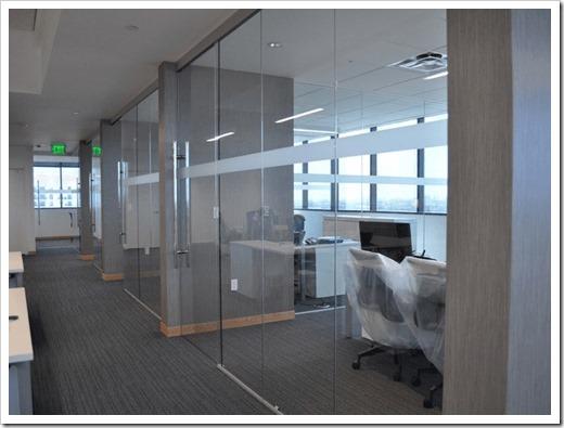 Безопасность и эстетика перегородок из стекла